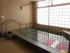 大浴場は階段があります。ゆっくり入浴することができます